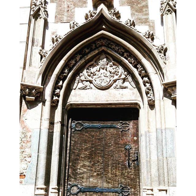 #door #castle #castelulcorvinilor #hunedoara #travelblogger #traveling…