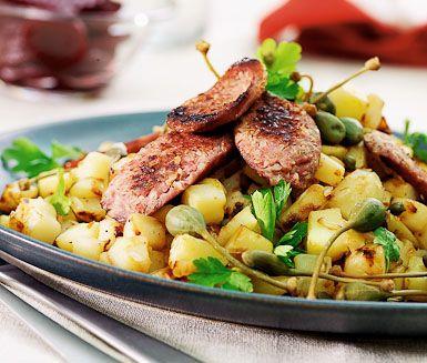 Klassiska isterband med stekt potatis, kapris och hackad färsk persilja. Servera tillsammans med inlagda rödbetor och stekt ägg. En mättande och god måltid som passar lika bra både till middag och lunch.
