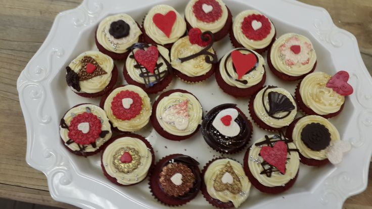 red velvet cupcakes with cream cheese icing....yum!