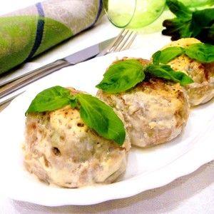 Фото к рецепту: Тефтели куриные с рисом и брокколи