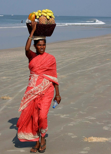 Indian woman with fruit, Goa by Wilamoyo, via Flickr