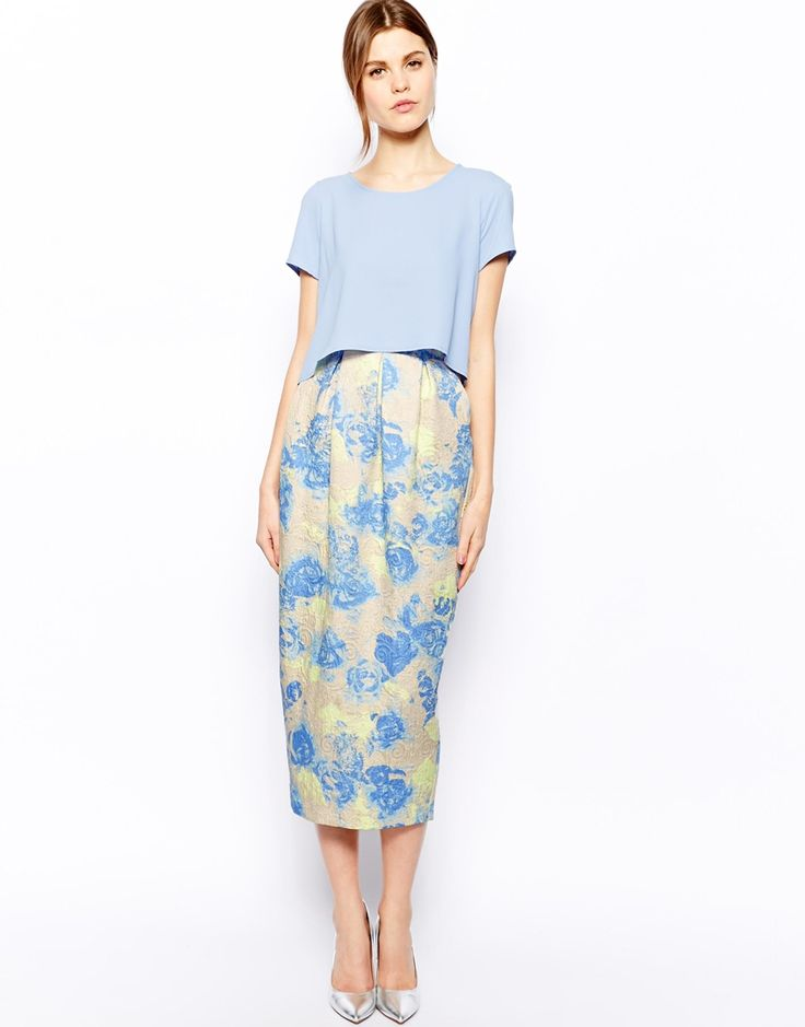 What to wear to a wedding: Love this gorgeous floral jacquard skirt. #style