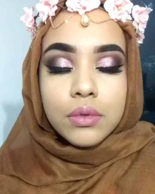Created this look with the following ��������❤️ . . ~ Huda Beauty - rose gold palette ~ Morphe palette - 35F ~ Anastasia Beverly Hills - jet black liner ~ Anastasia Beverly Hills dipbrow pomade - ebony ~ No.7 foundation in honey ~ Anastasia Beverly Hills contour palette ~ Nyx body glitter - Rose ~ Huda Beauty h'light/palette - golden sands edition ~ Colourpop - Dopey . . #modelsownofficial #loreal #colourpop #blog #nyx #follow #followers #followback #anastasiabeverlyhills #hudabeauty #nyx…