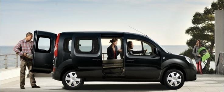 Quand Renault se retrouve dans une période difficile avec l'émergence de la marque low-cost Dacia il riposte en proposant cette voiture 7 places extrêmement bien conçue et possédant de nombreux rangements.  http://voitures7places.com/avec-le-renault-grand-kangoo-la-marque-francaise-na-pas-dit-son-dernier-mot/
