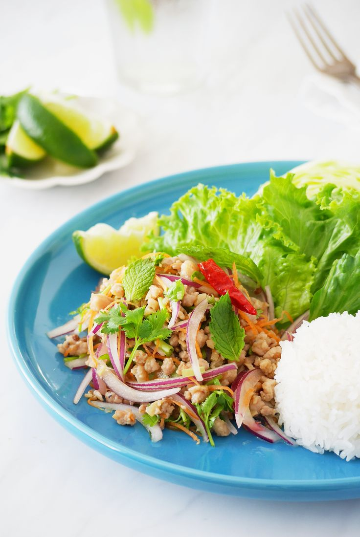 夏に食べたいタイ料理!ラープ(タイ風ひき肉サラダ) by 川崎利栄 / ライムをたっぷりと絞って、ご飯と混ぜて「ライスサラダ」にして食べるのがオススメです。鶏ひき肉の代わりに、豚肉を使っても作ることができます。 / Nadia