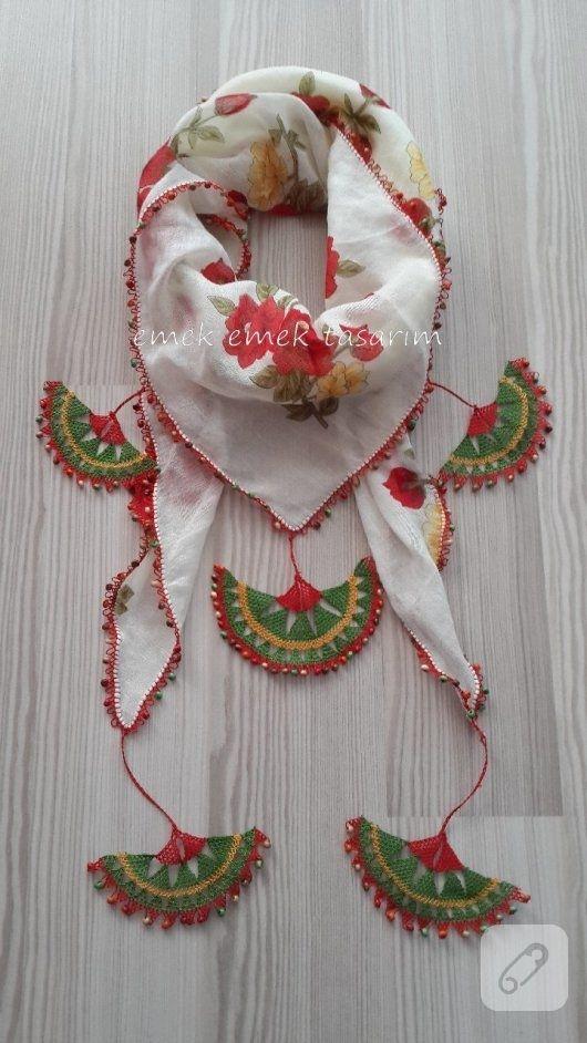 İğne oyası kenarlı fular modeli çok şık ve çok özel. Binlerce iğne oyası örneği 10marifet.org'da. / Needle lace authentic shawl...