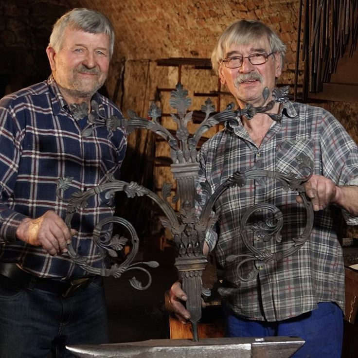 Master Walfrid Huber and Zoltan Takats posing for the workshop crew photo🎥