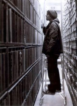 DJ Shadow - crate digging