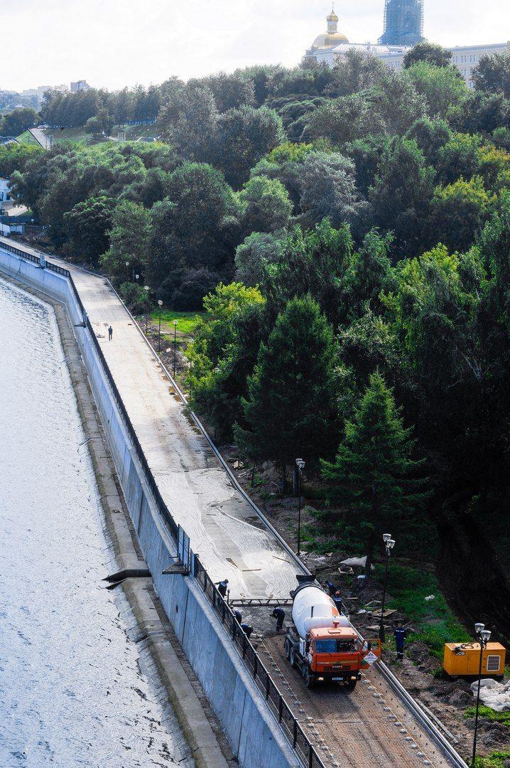Ремонт пермской набережной идет полным ходом. Скоро для прогулок откроют еще одну секцию 🙂