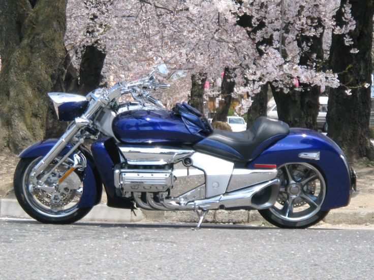 2004 HONDA VALKYRIE RUNE1800 Age39.  I was shocked 2002 Detroit Motor Show.Great motoecycle model ultimate.But was shocked twice to know that there is no sale in Japan.And more information is also unknown.I found a way to buy in japan,but the price is $40,000 more $40,000!?????  Expensive than the Gold Wing....