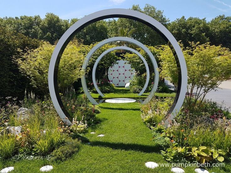 The Through the Microscope garden, designed by Ruth Willmott for Breast Cancer Now, is one of the Fresh Gardens at the RHS Chelsea Flower Show 2017