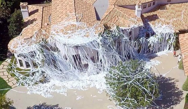 #HowieMandel's House Gets Trashed With Toilet Paper By #RomanAtwood [Video]