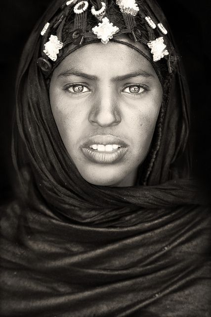 tuareg woman near timbuktu / mali