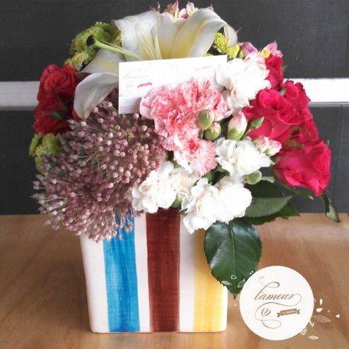 Florería L'amour - Mini rosas, claveles, follajes finos, alstromerias y casa blanca en florero de cerámica, especial de la Colección L'amour.  www.florerialamour.com Boutique Floral Guadalajara Mex.