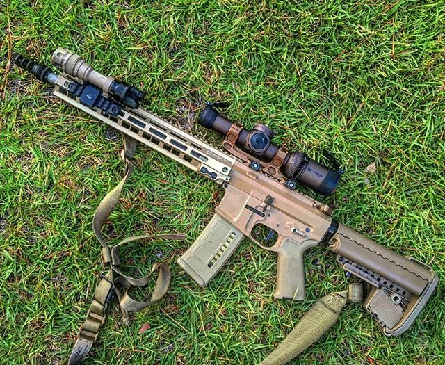 My Kentucky Windage rifle #geissele #ar15 #geissle4peat! Rail-Trigger-Mount-Charging handle #VortexRazor #guns #gun #fde #surefire
