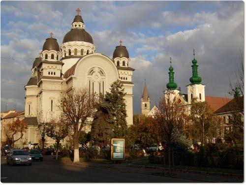 Catedrala Mare_Biserica romano-catolica si Biserica reformata in plan indepartat - Tg.Mures #Romania #Church