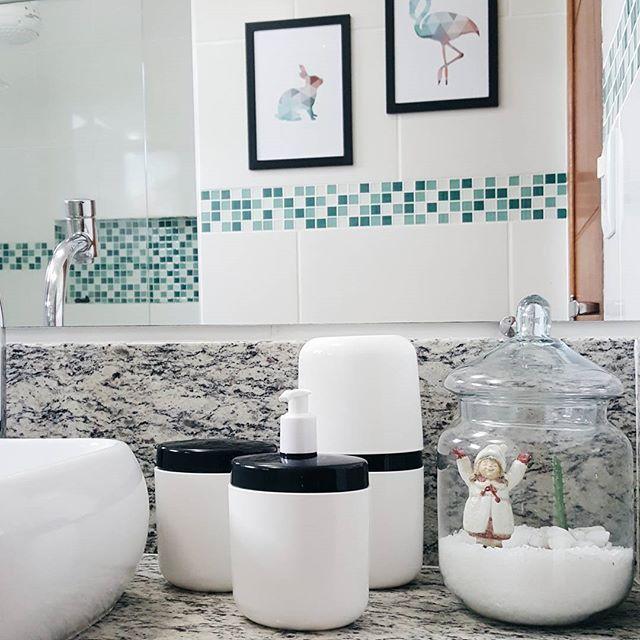 Gente. Olha esse jogo de acessórios para banheiro da @designcoza. São lindos e as cores da nova linha full combinam com tudo. Aliam praticidade e beleza. Amamos ♥ #morandocomamor #presentes #designcoza