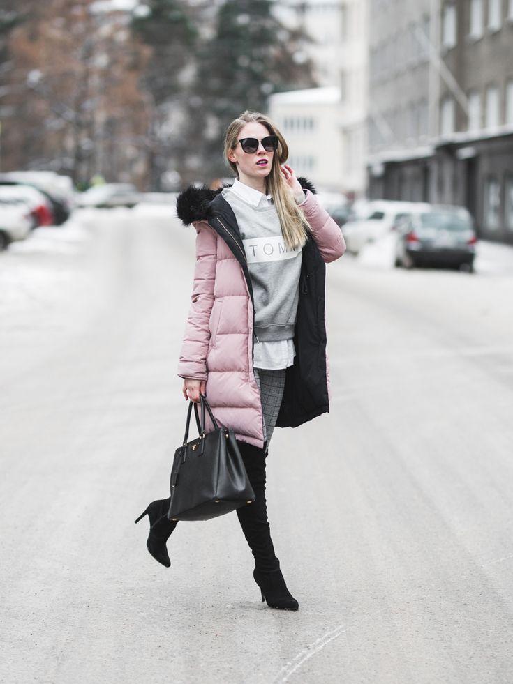 Women's Fashion & Street Style: Zara coat, Tommy Hilfiger sweatshirt, BikBok jeggins, Bianco boots, Prada bag and Gucci shades