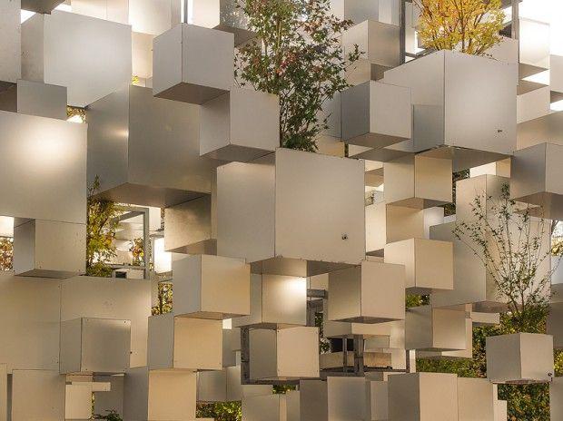 Installation par Sou Fujimoto  à Paris au jardin des Tuileries , gros plan…