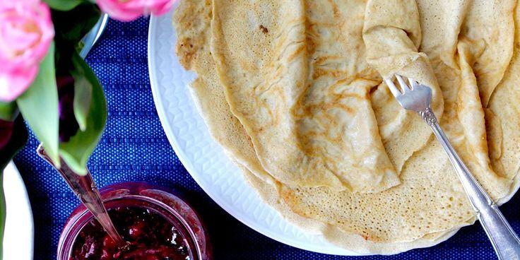 Havrepannkakor   2 ägg  3 dl valfri mjölk  2 dl havremjöl  2 msk potatismjöl  1 krm salt  smör eller kokosolja till stekning
