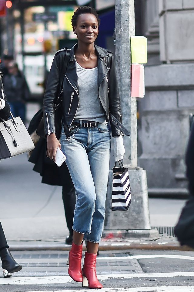 9efe989d578 red boots street style Black Denim Jacket Outfit