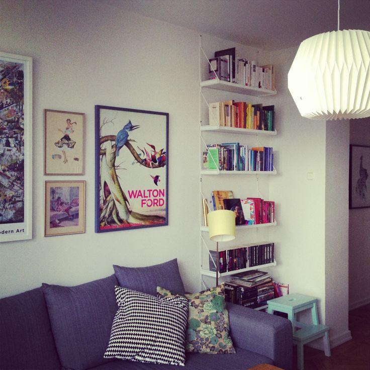 Tavelvägg och bokhylla ✌