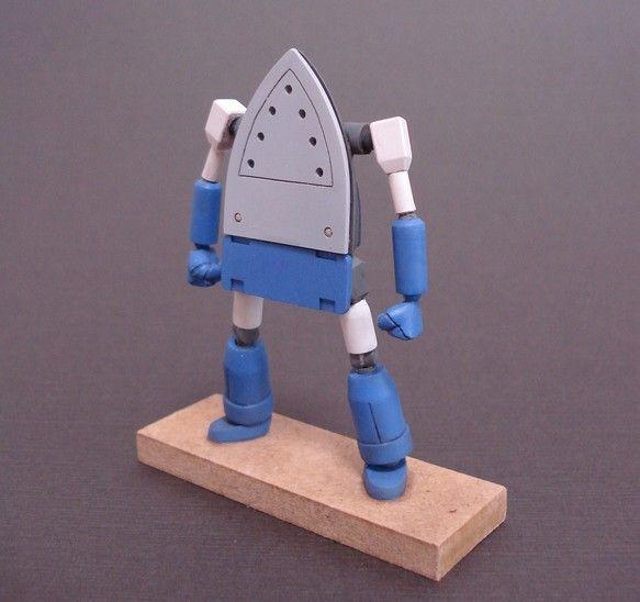 ご覧頂き有難うございます。 ・アイロンをモチーフにデザインしたオリジナルロボットの模型です。 ・素材はポリパテをメインにプラ板、プラ棒、プラパイプ等を使用して...|ハンドメイド、手作り、手仕事品の通販・販売・購入ならCreema。