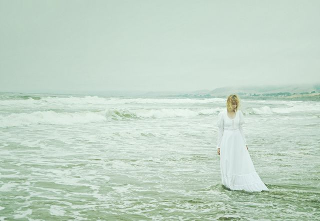 Beautiful image of a sea-swept bride by bokeh burger (CC-BY-ND).