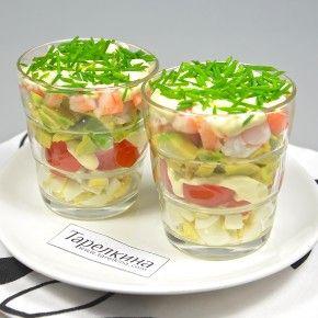 Салат-коктейль с креветками и помидором