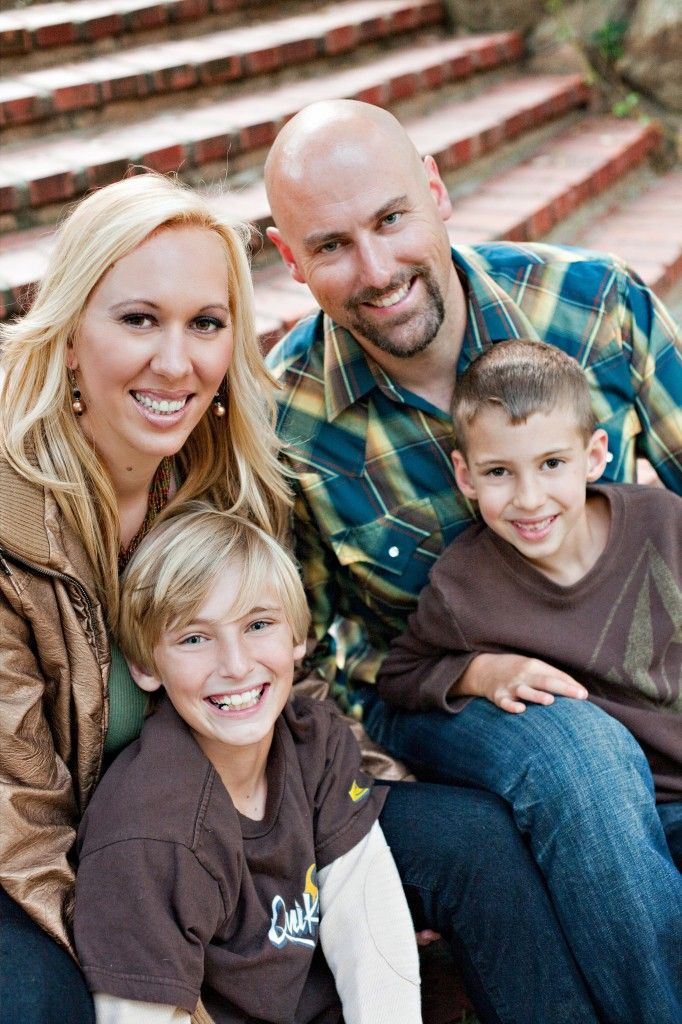 Family of 4 Photo Poses   Family of Four