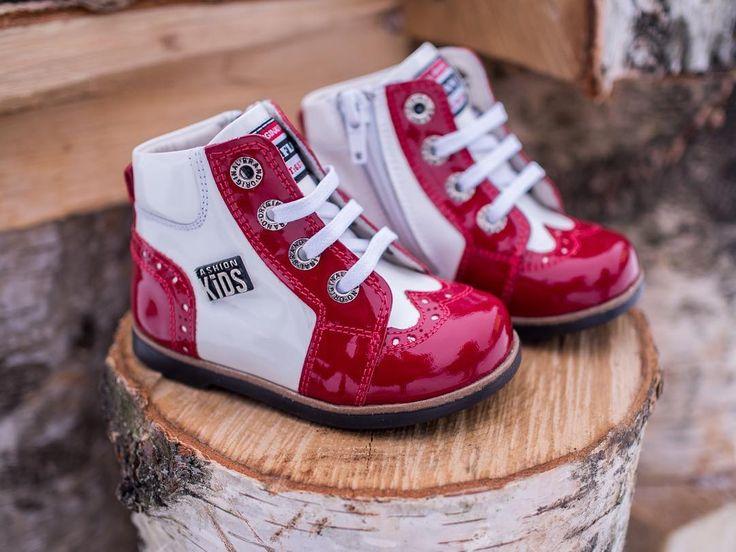 Ясельные лакированные броги в стиле Чикаго 20х годов, для маленьких модников! Высочайшее качество, натуральная лакированная кожа, супинатор и ортопедическая стелька. Шнурки и молния позволяют легко снимать/надевать ботиночки. Размеры 18-21 Бесплатная примерка и доставка по Спб 4.500 ₽  #детскаяобувь #kids #kidsfashion #kidsstyle #kidsshoes #детскаяобувьспб #ортопедическаяобувь #kidsclothes #kidsdecor #обувьспб #обувь