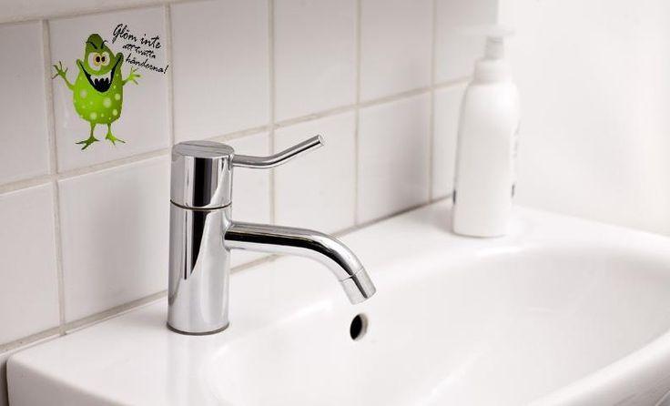 Tvätta händerna Bacill Kakeldekor Väggtext Väggord Väggdekor