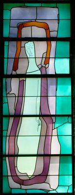 Christus mit Dornenkrone und Schilfrohr.   Wilhelm Buschulte , 1970   Fenster in der Werktagskapelle   Opal-,Opakglas/Blei/Schwarzlot   300 x 125 cm