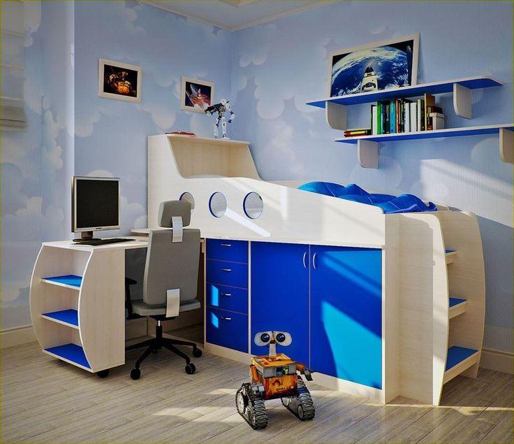 En un vivo tono azul combinado con madera blanqueada, se presenta este diseño compacto.