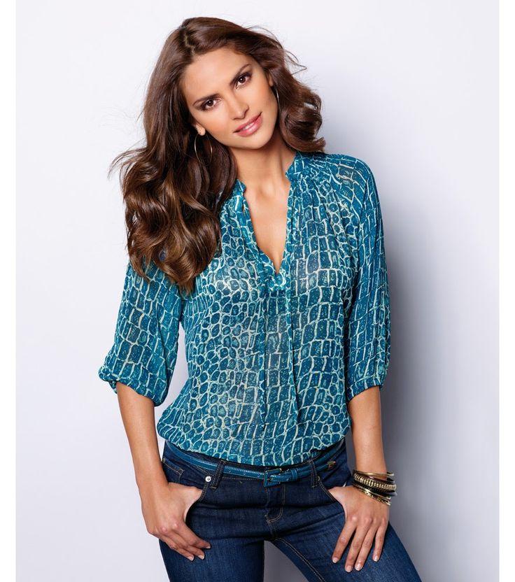 Refresca tu guardaropa con estos lindos diseños de blusas que resaltarán tu figura, son versátiles, cómodas y de fácil combinación.