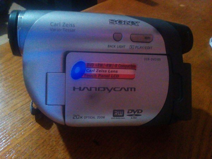 225,00€ · Camara de video sony · Camara de video sony. Nueva con poco uso, bateria intacta con su cargador, la camara se encuentra en perfecto estado no tiene arañazos ni golpes. Tiene 800 x digital zoom. 20x optical zoom. Dvd r/rw. Panel lcd · Electrónica > Fotografía > Videocámaras