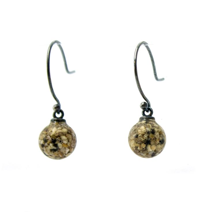 How amazing are the large grains of sand in these earrings?