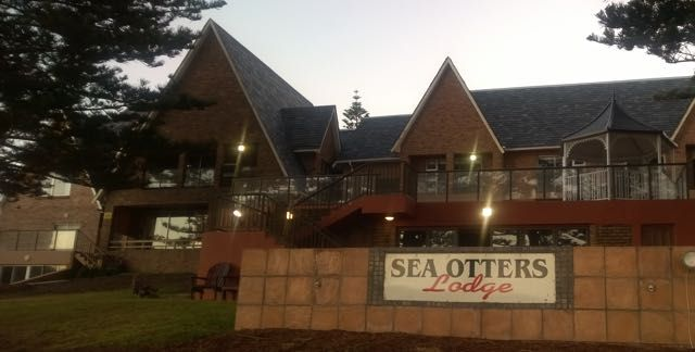 Sea Otters Lodge, Port Elizabeth, right on the beachfront overlooking Kini Bay. Six sea-facing en-suite bedrooms, Direct access onto the beach.