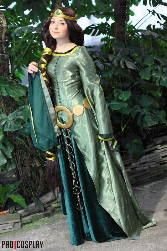 Elinor - Brave - If you'd de-cosplay-fy it a little bit (smaller belt, maybe different fabric), that would be PERFECT for LARP. Also, great work!
