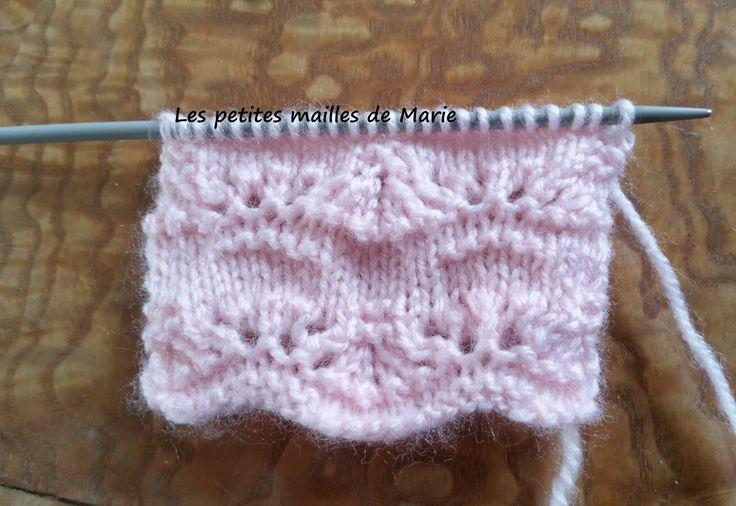 Bonjour les tricopines, Voici un nouveau point ajouré au tricot : le point bal d'été (nom plutôt charmant pour un point tricot). Le poin...