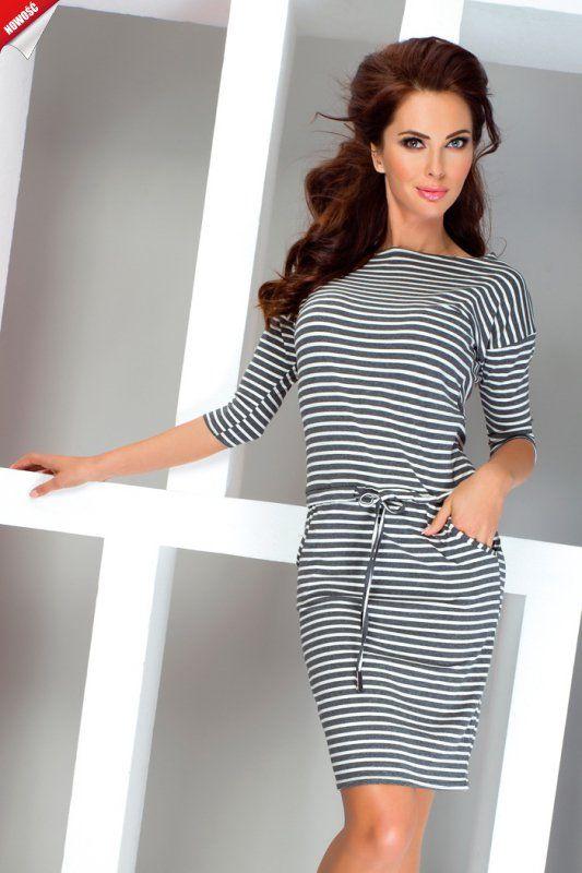 Sportowa sukienka z rękawami 3/4, wykonana z elastycznej, polskiej wiskozy w szare poprzeczne paski.