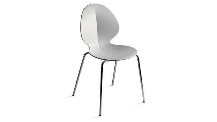 Koinè, silla italiana contemporanea Estructura: Metal Cromado Asiento y respaldo: Polipropileno Tienda: SCAVOLINI