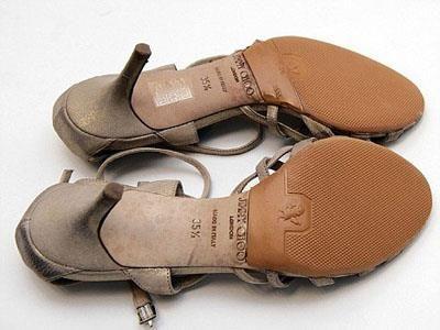 А продавец сказал туфли можно носить только один день