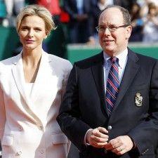 MONACO - Alle ogen en cameralenzen waren vrijdag bij de opening van een jachtclub in Monaco gericht op prinses Charlène. Het bescheiden babybuikje van de zwangere prinses was namelijk voor het eerst te zien.