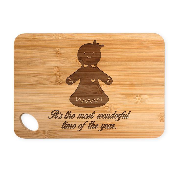 Bambus - Schneidebrett Lebkuchenfrau aus Bambus   Natur - Das Original von Mr. & Mrs. Panda.  Ein wunderschönes Holz-Schneidebrett von Mr.&Mrs. Panda aus wunderschönem Bambusholz. Die Maße des Produktes sind 22 cm x 14 cm. Unten links befindet sich ein formschönes ovales Loch an dem das Brett getragen oder aufgehängt werden kann.    Über unser Motiv Lebkuchenfrau  Die zuckersüße Lebkuchenfrau ist das bezaubernde Gegenstück zum Lebkuchenmann und darf in der Weihnachtszeit nicht fehlen…