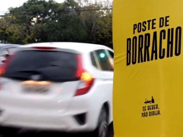 'Poste de borracho' chama a atenção para mortes no trânsito