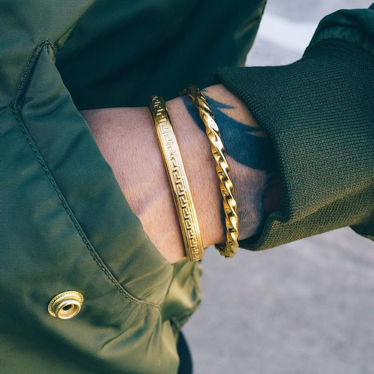 Double stack with The Maze Cuff and The Twist Cuff. ***Click the link in our bio to instantly shop this look*** #mistersfc #accessories #bracelet #gold