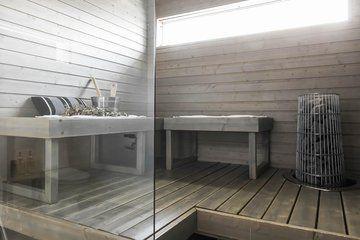 Harmaaksi käsitelty tyylikäs sauna