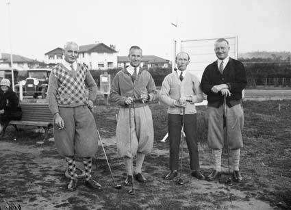 Golfers on the first tee at Canberra Golf Club near the Hotel Canberra in 1926.