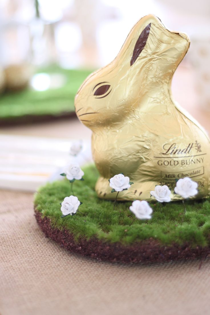 This Lindt Easter bunny is chilling out on one of our moss pads. Pop in some of our mini flowers for a cute little garden setting. Shop Gold & White Easter http://www.hipandhooray.com.au/easter-gold-white/